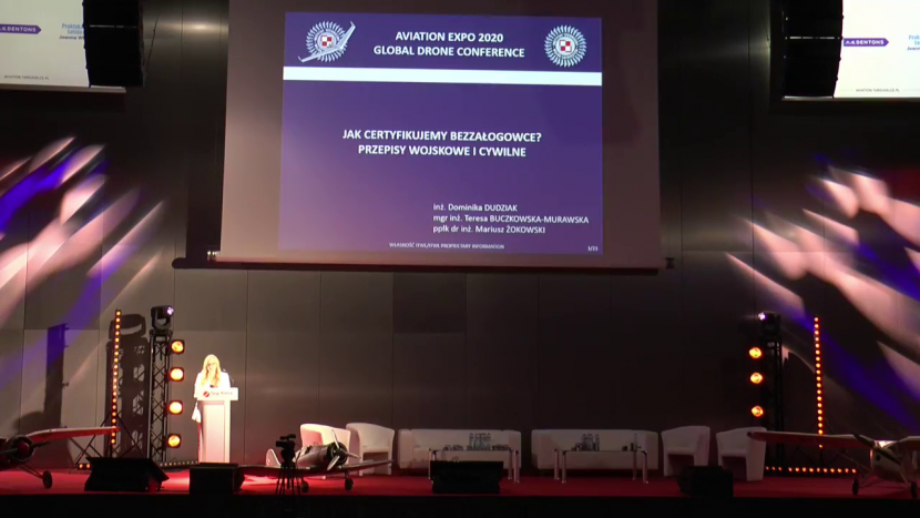 Dominika Dudzik na scenie Global Drone Conference 2020