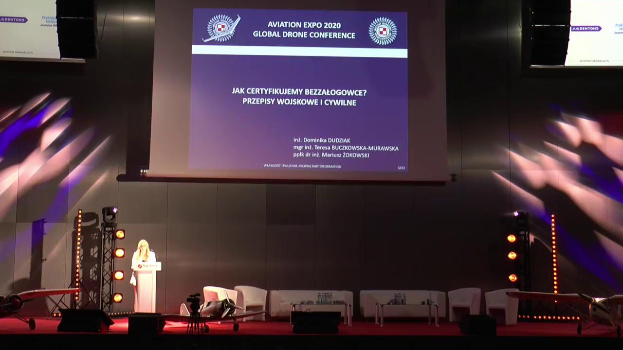 Dominika Dudzik na scenie Global Drone Conference 2020